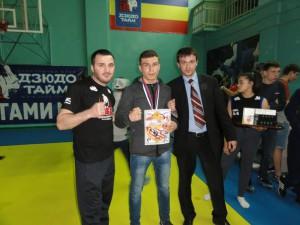 Артем Тарасов после соревнования с грамотой и медалью.